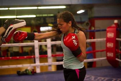 Αγώνες πυγμαχίας γυναικών για την καταπολέμηση του καρκίνου του μαστού