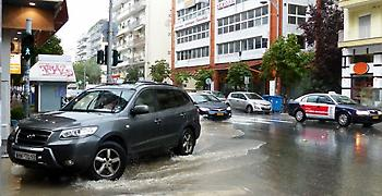 Καταρρακτώδης βροχή και χαλαζόπτωση στη Θεσσαλονίκη