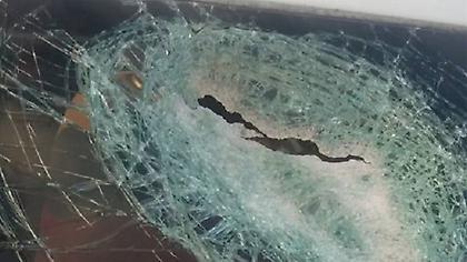 Ανήλικος «βομβάρδιζε» με πέτρες οχήματα στην Χαλκίδα