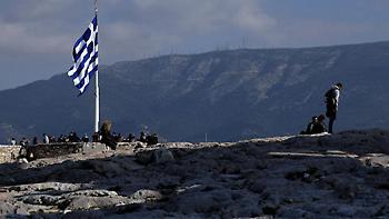 Focus: Η Ελλάδα παραμένει στα όρια της χρεοκοπίας