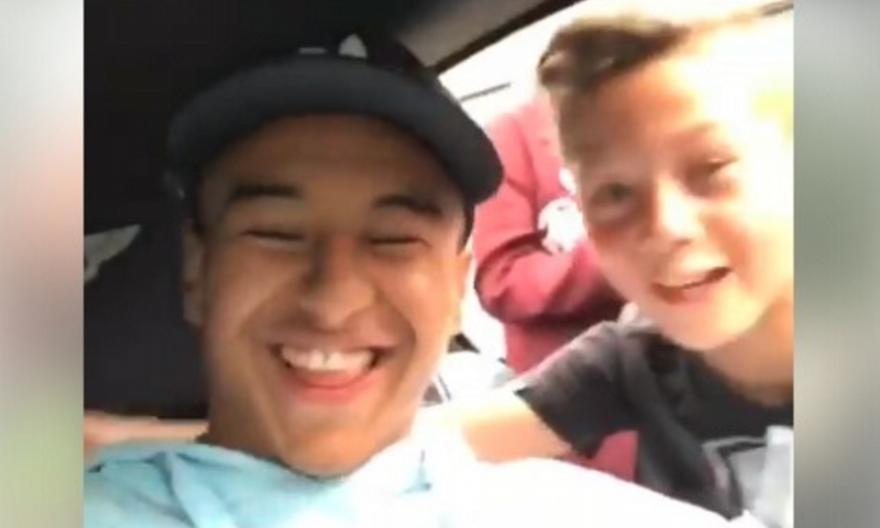 Μυθικός Λίνγκαρντ: Βγήκε από το αμάξι και έπαιξε μπάλα με νεαρούς θαυμαστές του (video)