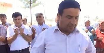 Το μυστικό όπλο του Ερντογάν - Κυβερνητικός ιμάμης προσεύχεται κατά δολαρίου