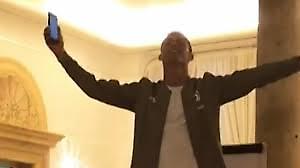Ο Ρονάλντο τραγουδά ενώπιον των συμπαικτών του (video)