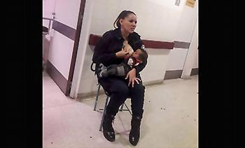 Αστυνομικός στην Αργεντινή θηλάζει εγκαταλελειμμένο μωρό