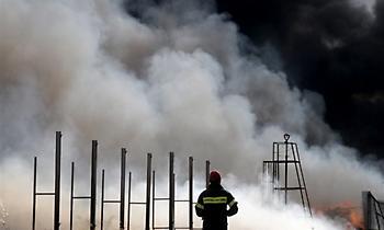 Φωτιά με πολύ καπνό σε μονάδα ανακύκλωσης στην Θεσσαλονίκη