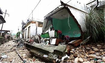 Ινδία: Στους 370 οι νεκροί από καταστροφικές πλημμύρες