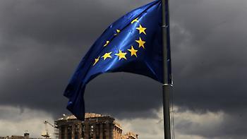 Telegraph: Η Ελλάδα βγαίνει από το τελευταίο μνημόνιο αλλά έχει «μακρύ δρόμο μπροστά της»