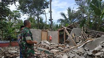 Ινδονησία: Τουλάχιστον 12 νεκροί από τον σεισμό 6,9 Ρίχτερ στο νησί Λομπόκ