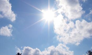 Καιρός: Ηλιοφάνεια με αραιές νεφώσεις
