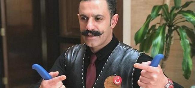 Ξεχάστε τον Salt Bae - Αυτός ο μουστακαλής Τούρκος χασάπης αλατίζει διαφορετικά και γίνεται viral