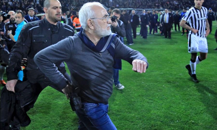 Δημοσίευμα της Record για Σαββίδη: «Ο αμφιλεγόμενος πρόεδρος του ΠΑΟΚ που μπήκε με όπλο στο γήπεδο»