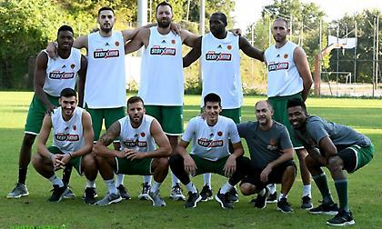 Πριν πατήσουν παρκέ έπαιξαν… ποδόσφαιρο οι παίκτες του Παναθηναϊκού! (pics)