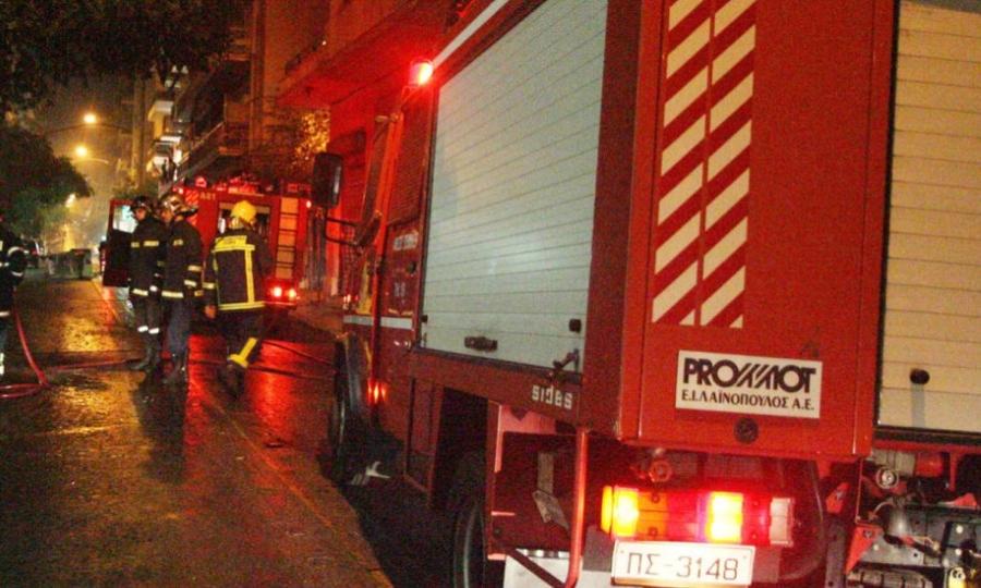 Τρεις τραυματίες από φωτιά σε διαμέρισμα στα Μελίσσια