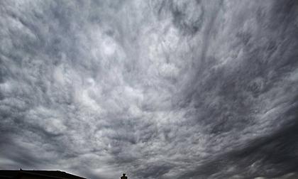 Καιρός: Συννεφιά και ισχυροί βοριάδες στο Αιγαίο