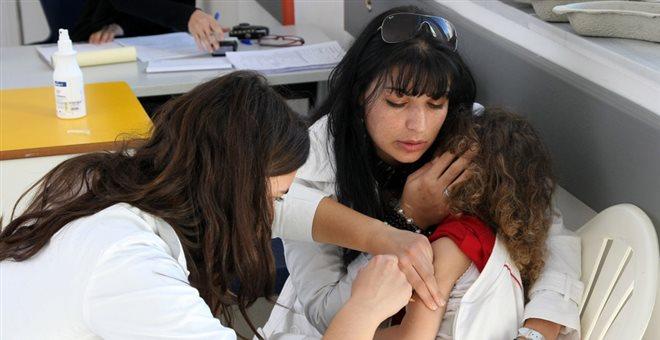Υψηλή η εμβολιαστική κάλυψη των παιδιών στην Ελλάδα σύμφωνα με το ΚΕΕΛΠΝΟ