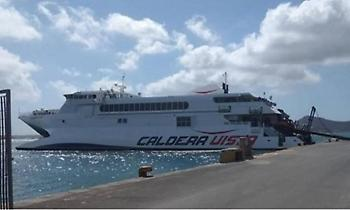 Πρόσκρουση πλοίου στο λιμάνι της Νάξου