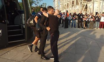 Η υποδοχή του Ιβάν Σαββίδη στην αποστολή του ΠΑΟΚ (pics)