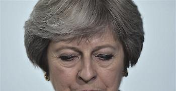 Για ταπείνωση Μέι από ΕΕ κάνουν λόγο τα βρετανικά μέσα