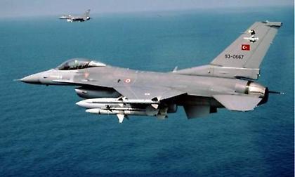 Μία εικονική αερομαχία και νέες παραβιάσεις από τουρκικά μαχητικά στο Αιγαίο