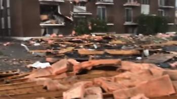 Σκηνές «αποκάλυψης» από ανεμοστρόβιλο στον Καναδά