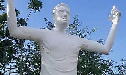 Αγάλματα ποδοσφαιριστών για... γέλια