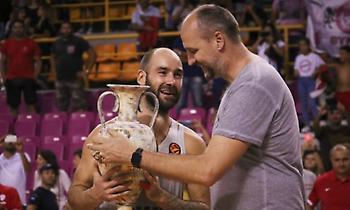 Ολυμπιακός: Η αγκαλιά Σπανούλη-Ράτζα και το… τρόπαιο! (photos-video)