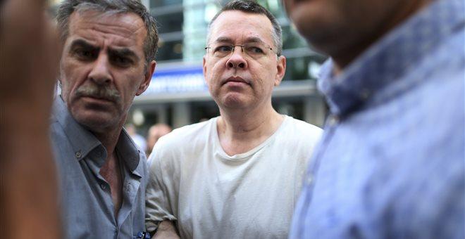 WSJ: Σινιάλα για απελευθέρωση Μπράνσον τον Οκτώβριο έχει στείλει η Τουρκία