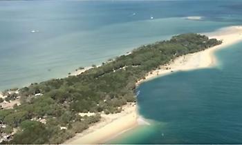 Η Πύλη της Κόλασης στην Αυστραλία: Τεράστια τρύπα «καταπίνει» παραλία στο Κουίνσλαντ (video)