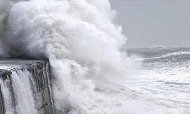Ο «Ξενοφών» χτυπά από απόψε με μεγάλη πτώση της θερμοκρασίας, ισχυρούς ανέμους και καταιγίδες