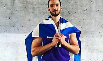 Με ελληνική σημαία στη media day των Κινγκς ο Κουφός (pic)
