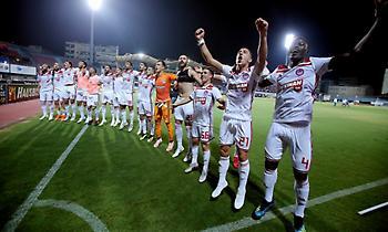 Το «πάρτι» των ποδοσφαιριστών του Ολυμπιακού στη Νέα Σμύρνη από… μέσα (video)