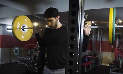 Αυτές είναι οι 5 καλύτερες ασκήσεις με βάρη για να κάψετε λίπος (video)