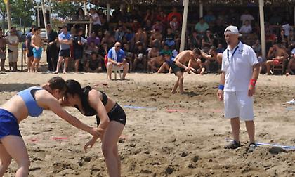 Με 15 παλαιστές στο Παγκόσμιο beach wrestling