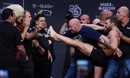 Απίστευτο σκηνικό: Ο ΜακΓκρέγκορ πήγε να κλωτσήσει τον Νουρμαγκομέντοφ στη ζύγιση! (video)