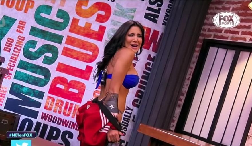 Κολομβιανή δημοσιογράφος του Fox Sports χορεύει αισθησιακά (vid)