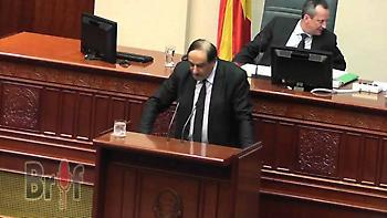 Κοινοβούλιο Σκόπια: Βουλευτής ευχαρίστησε στα ελληνικά τον Τσίπρα για την παραχώρηση της Μακεδονίας