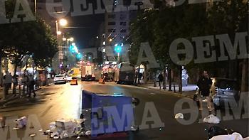 Αυτόπτης μάρτυρας της επίθεσης στο ΑΤ Ομονοίας: Πετούσαν μπουκάλια, κατέστρεφαν και έβριζαν