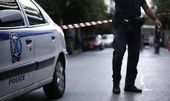 Καρέ - καρέ η στιγμή που ληστές μπούκαραν με αυτοκίνητο σε κοσμηματοπωλείο στο Παλαιό Φάληρο (video)