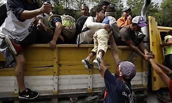 Τραμπ: Κλείνω τα σύνορα με στρατό αν δεν σταματήσει το καραβάνι μεταναστών