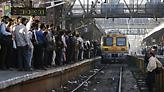 Ινδία: Φόβοι για δεκάδες νεκρούς αφού τρένο έπεσε πάνω σε πλήθος