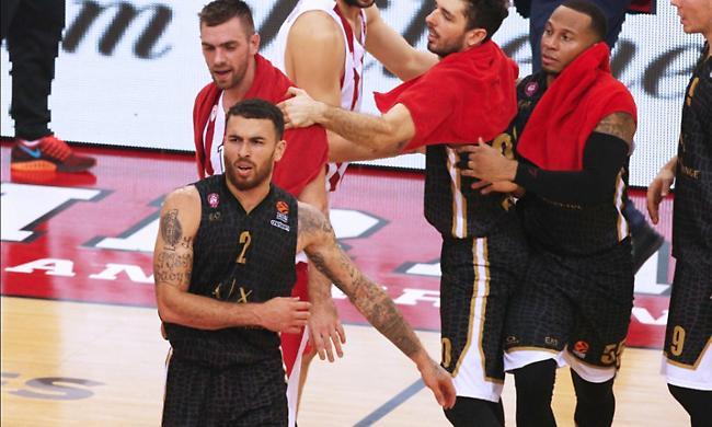 Τζέιμς: «Σέβομαι τον Ολυμπιακό - Είμαι ανταγωνιστικός, αλλά δεν νιώθω μεγαλύτερος από κανέναν»