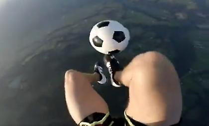 Επίδειξη τεχνικής και... γκελάκια σε πτώση με αλεξίπτωτο (video)