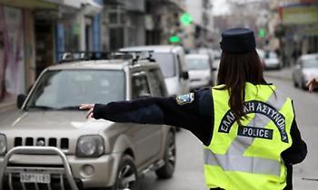 Τροχαία: 431 παραβάσεις σε τρεις μέρες για χρήση κινητού κατά την οδήγηση