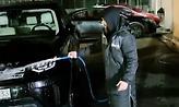 Το 'πε και το 'κανε ο Γ. Σαββίδης - Έπλυνε τα αυτοκίνητα των ποδοσφαιριστών του ΠΑΟΚ (vids)