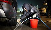 Το πλύσιμο του Γ. Σαββίδη στα αυτοκίνητα και το γέλιο των ποδοσφαιριστών του ΠΑΟΚ (video)
