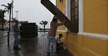 Ο τυφώνας Ουίλα σφυροκοπά περιοχές στις ακτές του Μεξικού στον Ειρηνικό