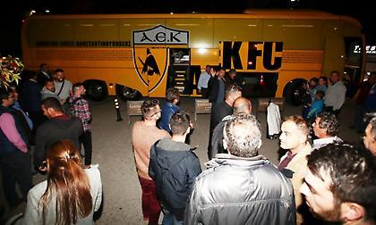 Ενθουσιώδης υποδοχή της ΑΕΚ στη Λάρισα