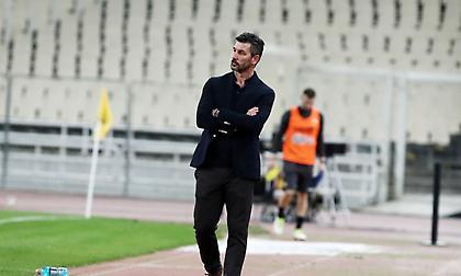Ουζουνίδης: «Χαίρομαι που ο Παναθηναϊκός πέρασε το δύσκολο στάδιο αλλά είμαι προπονητής στην ΑΕΚ»