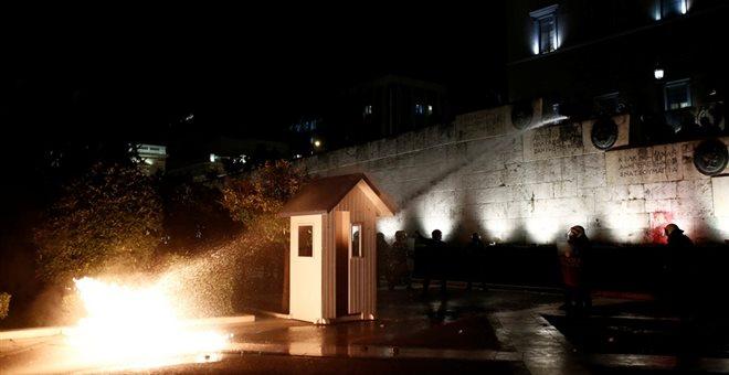 Εconomist: Ατιμώρητη ομάδα ταραχοποιών στην Αθήνα- Τους ανέχεται ο Τσίπρας;