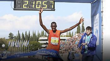 Ο Μπρίμιν Μισόι από την Κένυα νικητής στον Μαραθώνιο